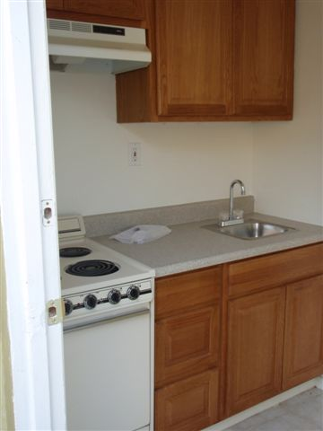 $425 – 2520 Dracena St., Bakersfield, CA 93304 – studio apartment is RENTED!